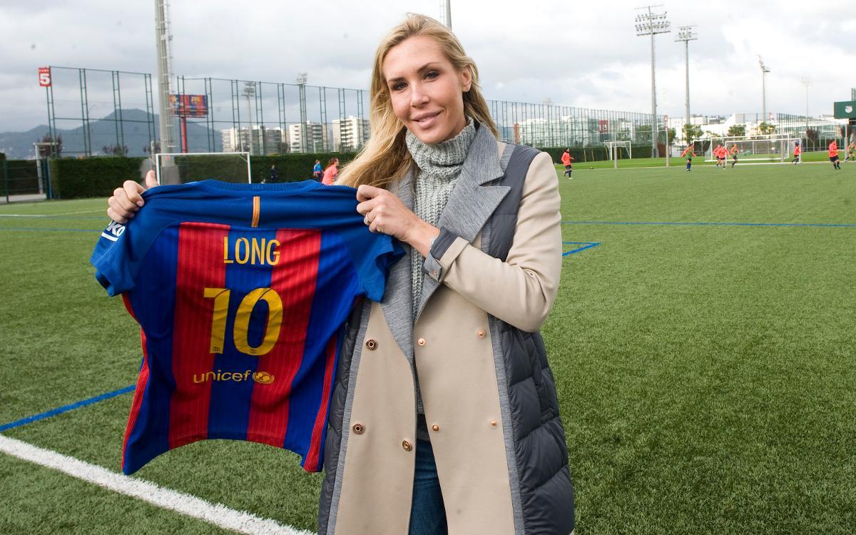 United States international Allie Long watches FC Barcelona train