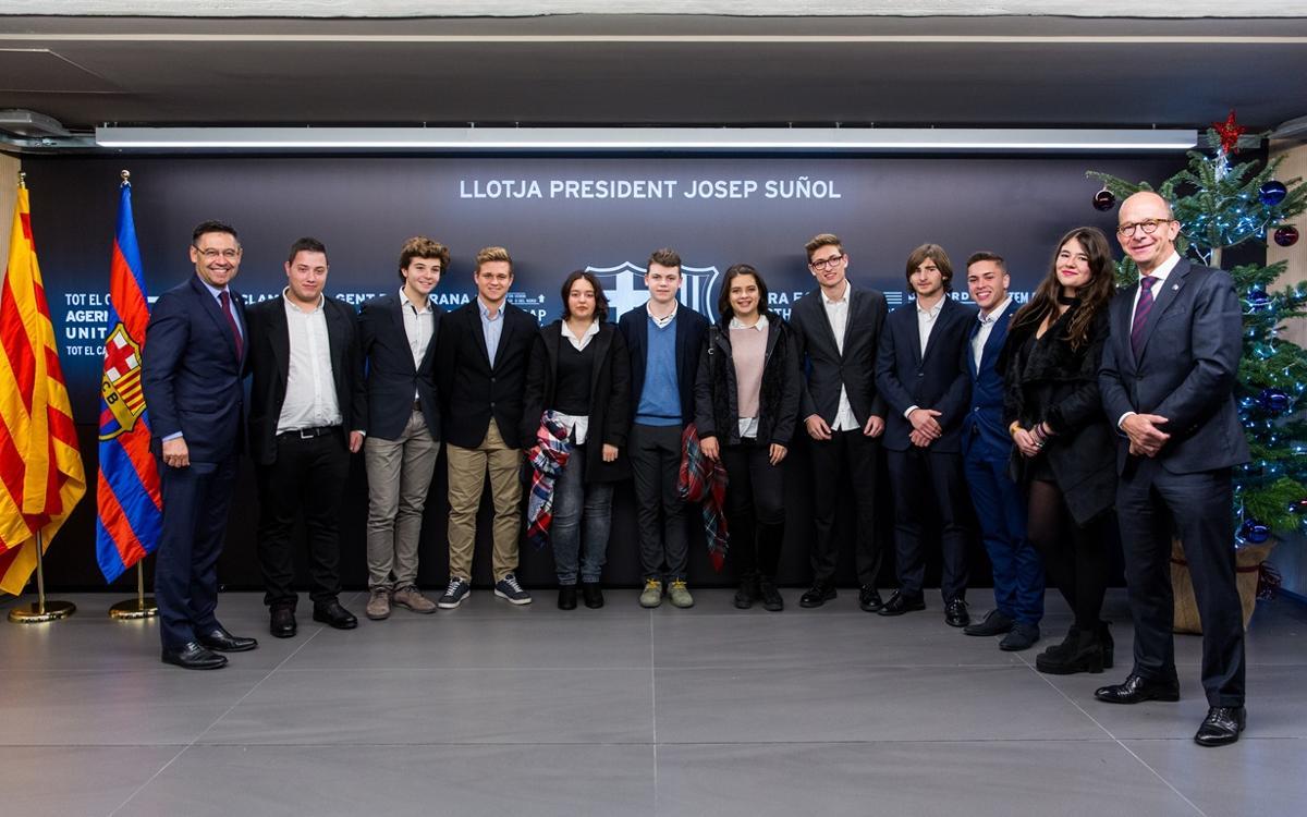 Diez jóvenes socios siguen el Barça-Espanyol desde el Palco Presidencial