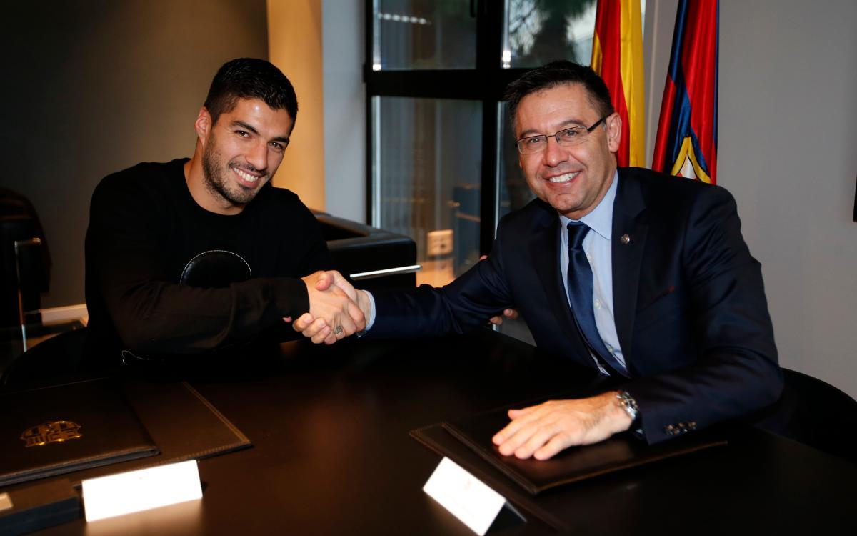 Luis Suárez signa l'ampliació del seu contracte