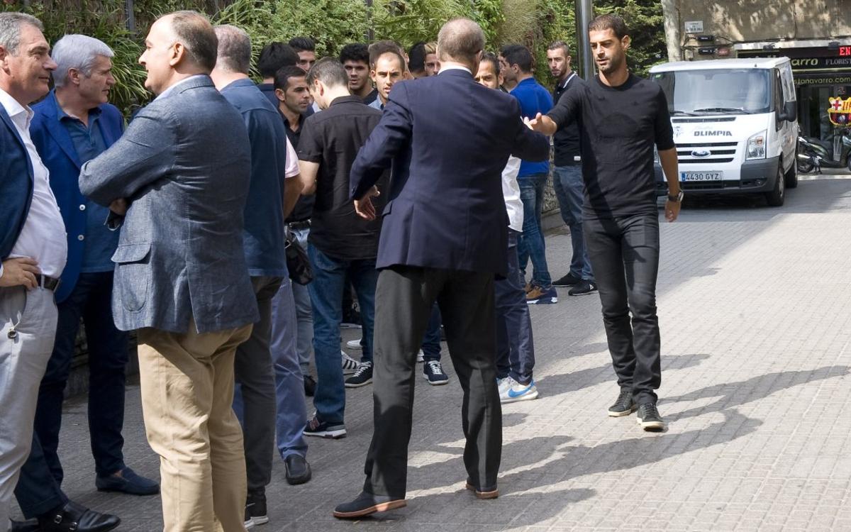 La plantilla del Barça B da el último adiós a Alfredo Pérez