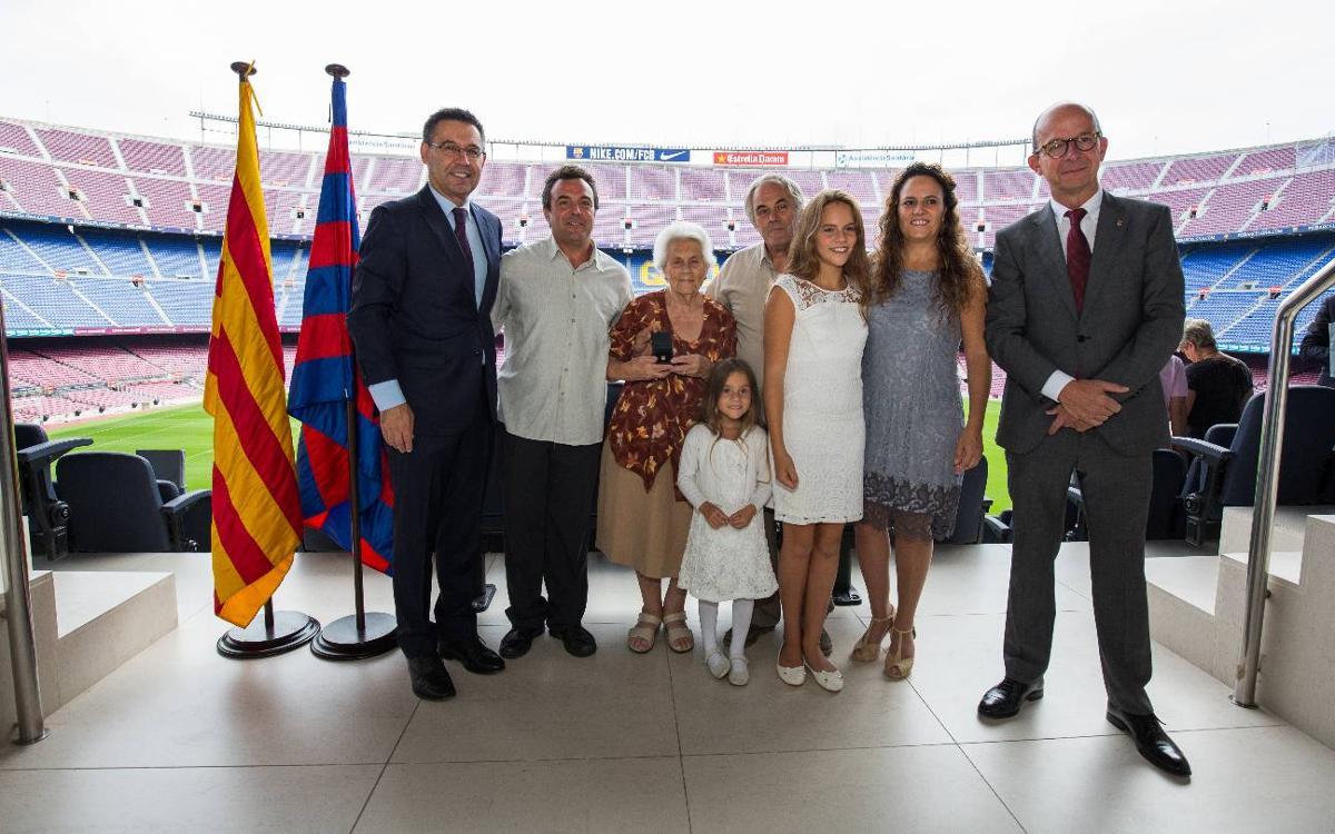Entrega de las primeras insignias de oro de la temporada a los socios con 50 años en el club