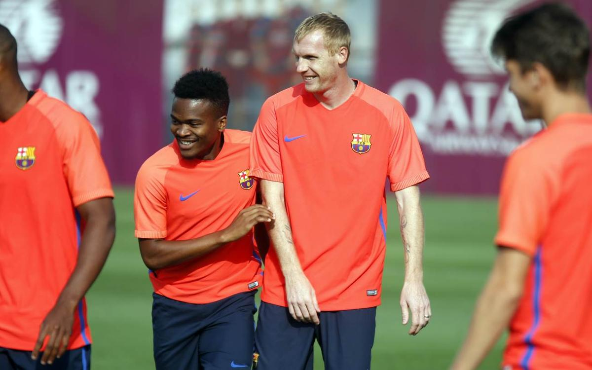 First team and Barça B pair up for training session
