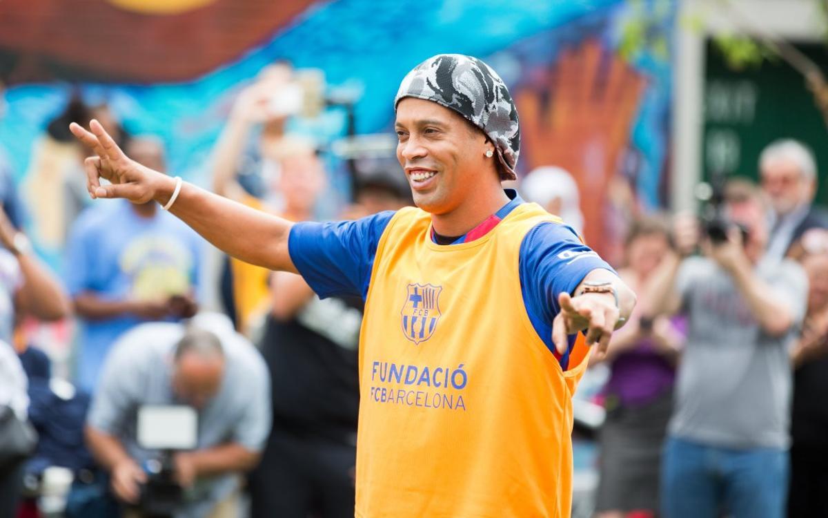 """Ronaldinho: """"Je suis content de voir Messi et Neymar écrire l'histoire"""""""