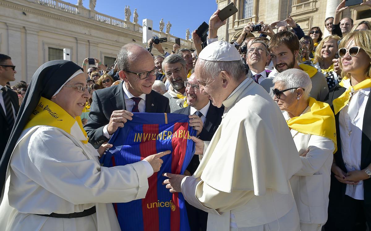 El papa Francesc rep al Vaticà una representació del projecte #Invulnerables, en què participa la Fundació