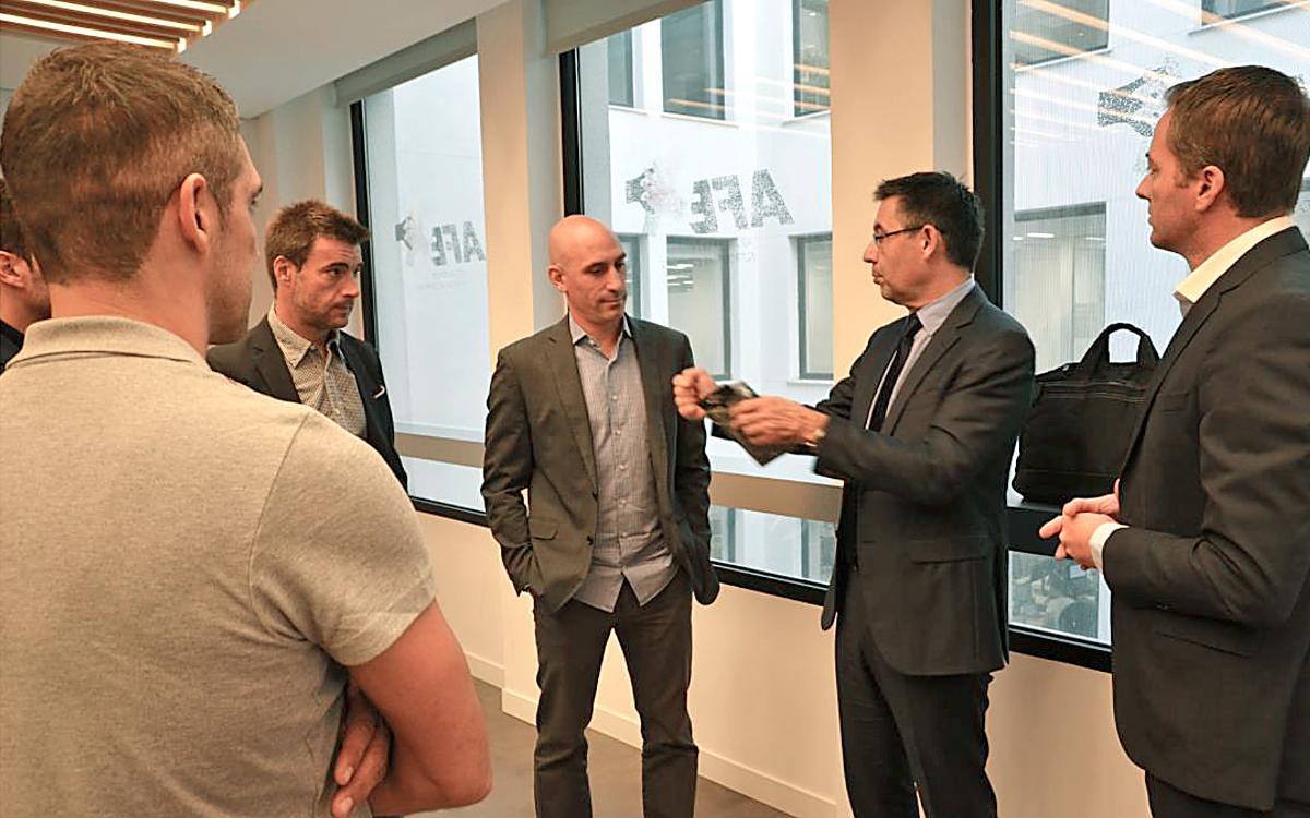 El president Josep M. Bartomeu visita la seu de l'AFE