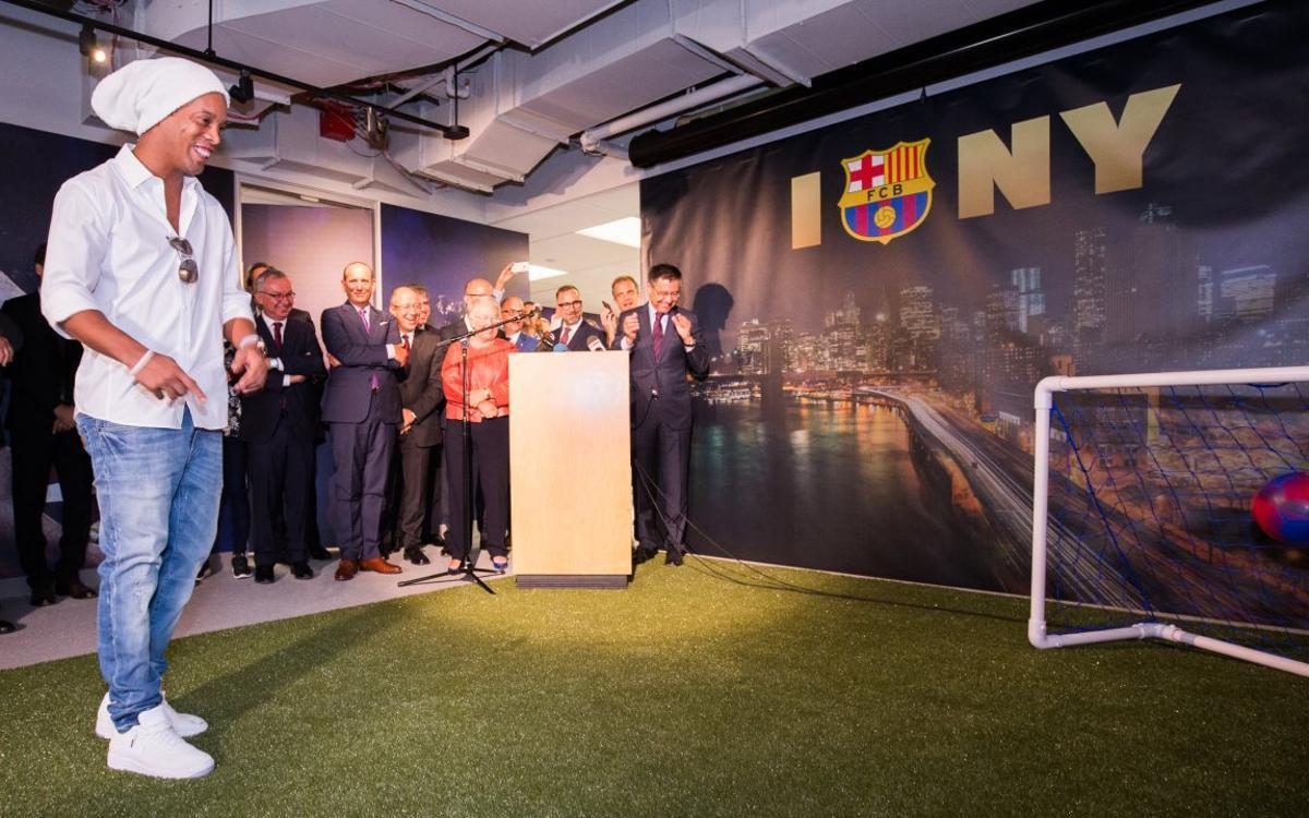 Un but de Ronaldinho inaugure le bureau du FC Barcelone à New York