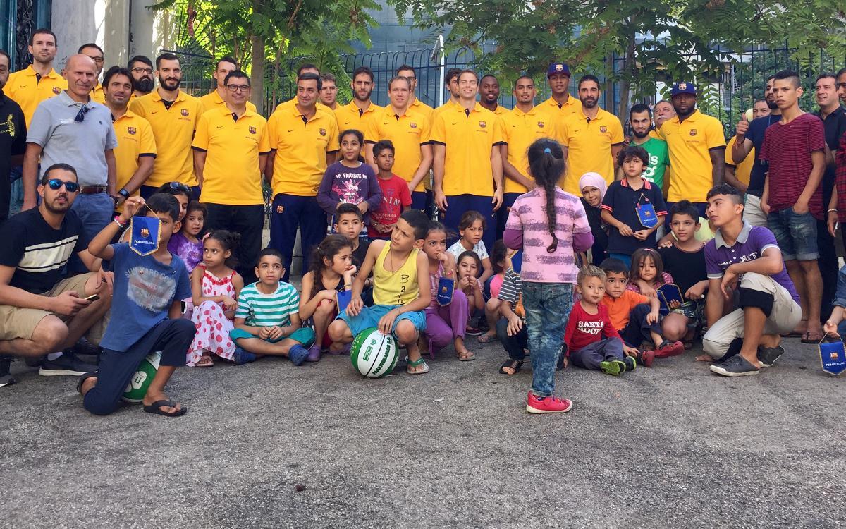El Barça Lassa visita un centro de refugiados sirios en Atenas