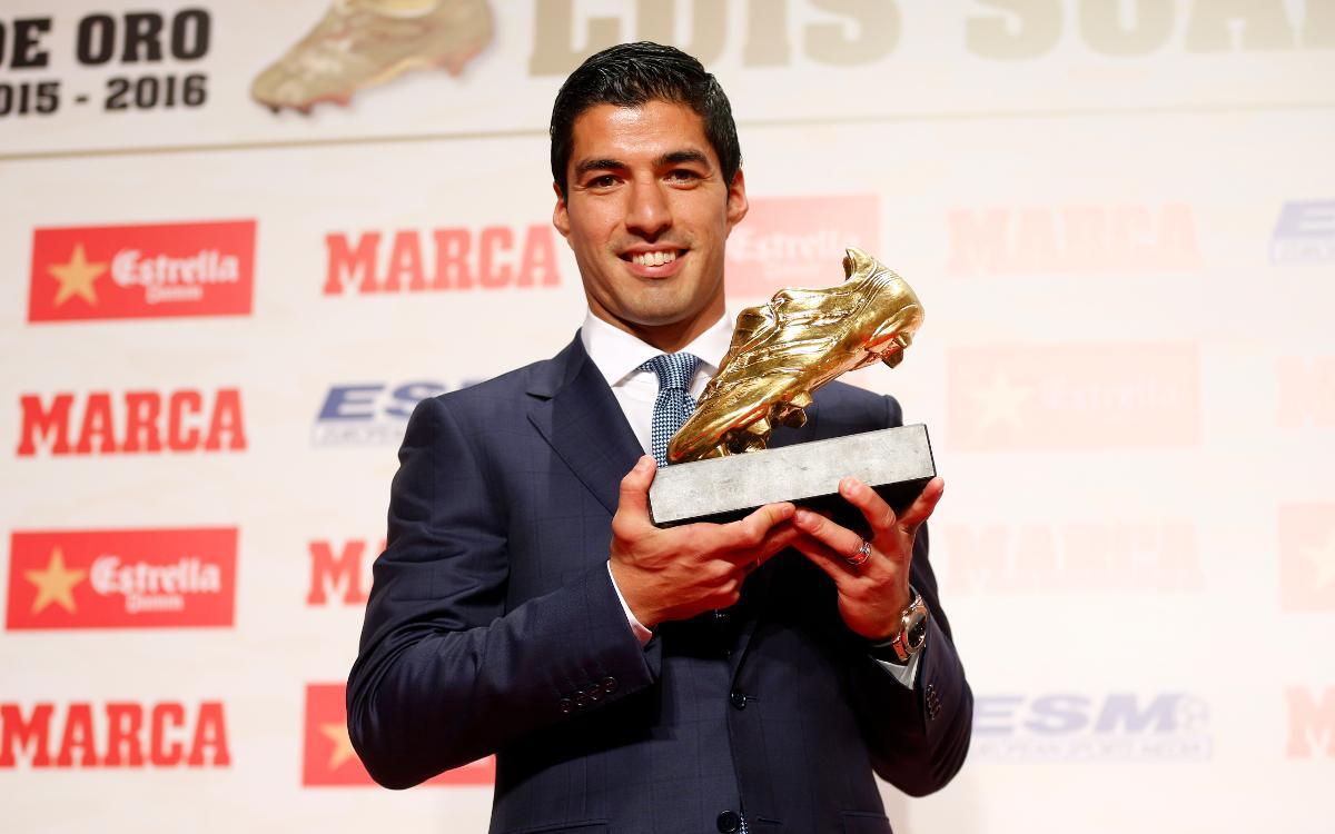 Luis Suárez reçoit le Soulien d'Or Européen 2015/16