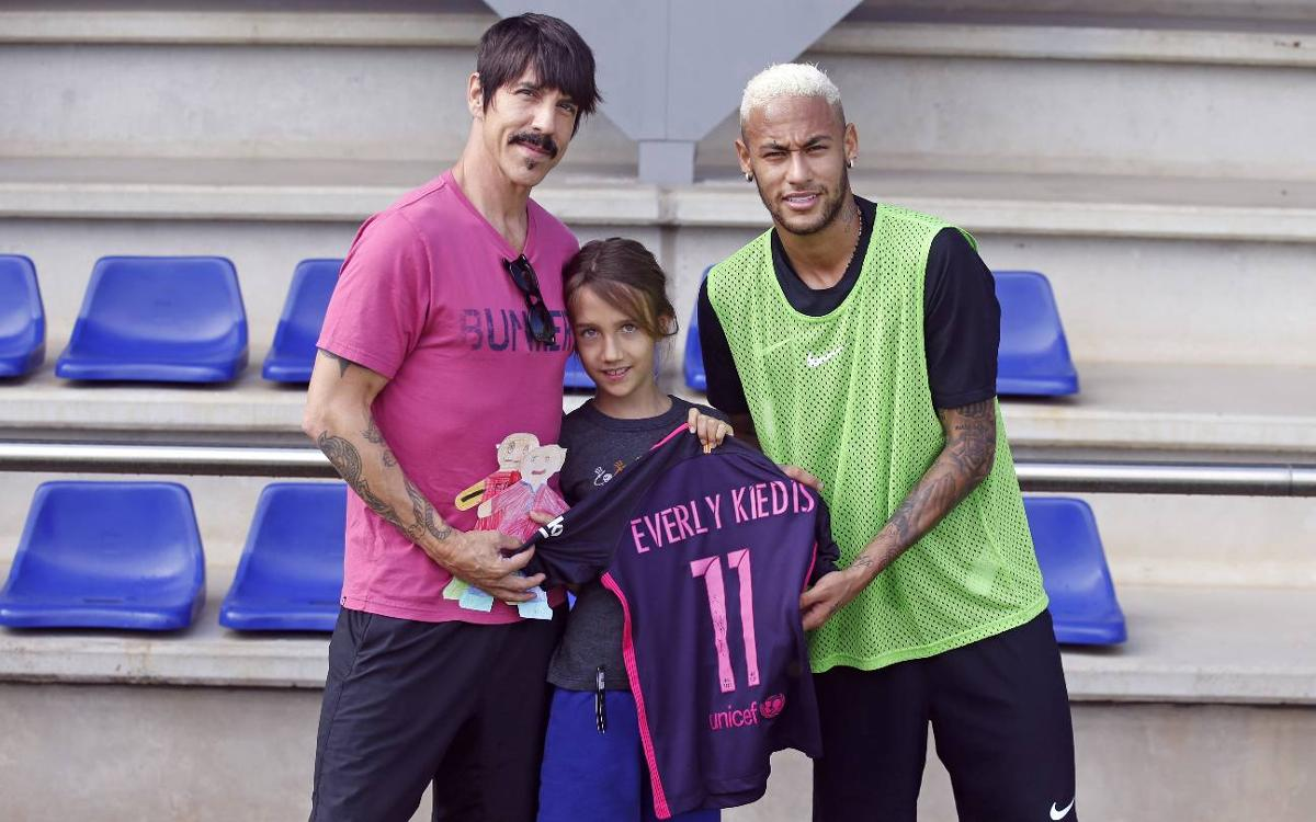 El cantant de Red Hot Chili Peppers, Anthony Kiedis, a l'entrenament del Barça