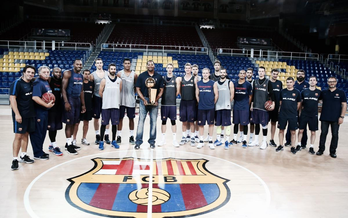 Seven-time NBA champ Robert Horry pays a visit to FC Barcelona Lassa basketball