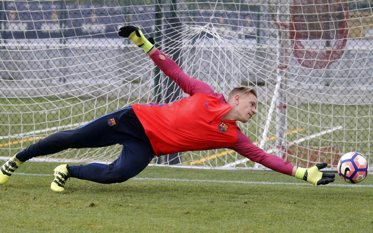 Watch how FC Barcelona goalkeeper Ter Stegen trains