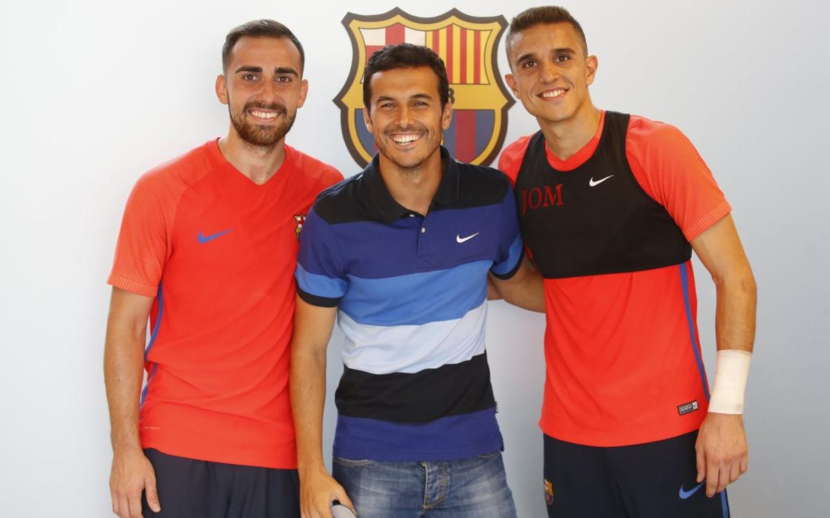 Pedro pays a visit to FC Barcelona squad