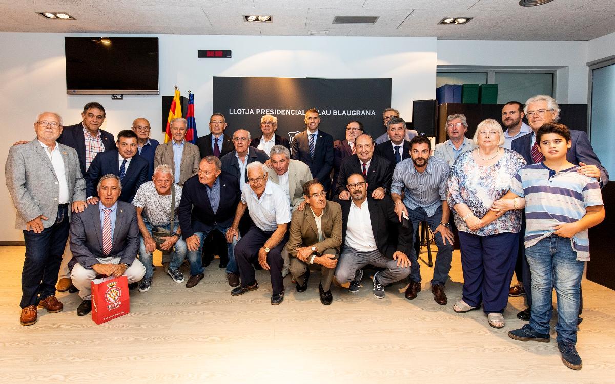 Homenatge de les penyes als ex jugadors que van defensar l'escut del Barça i del Girona