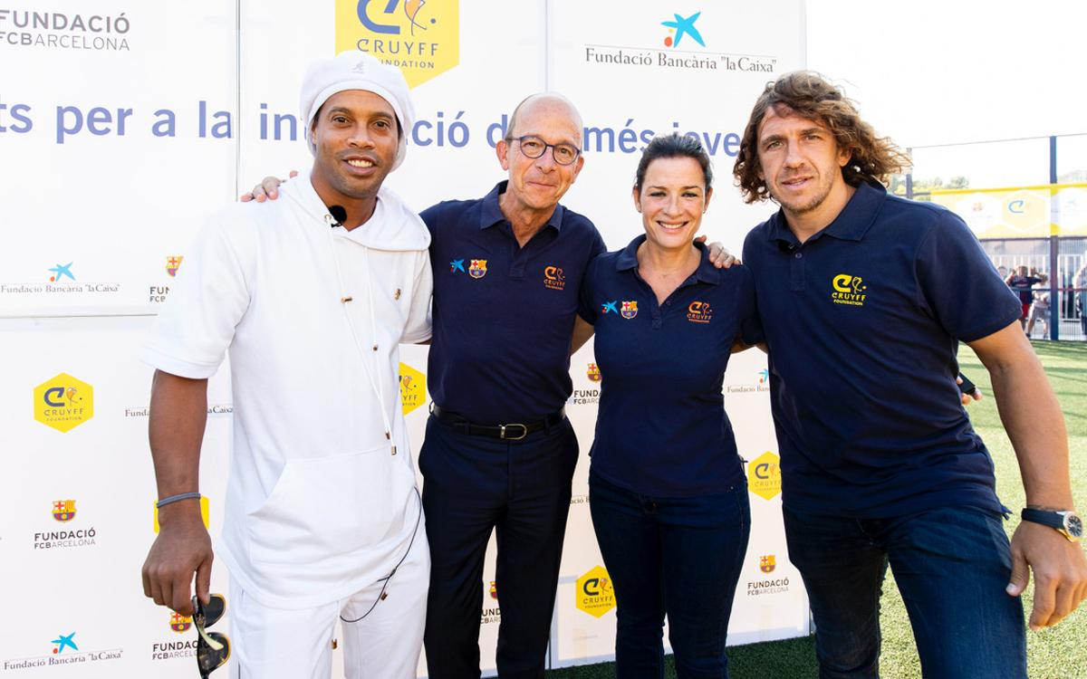 Ronaldinho patron of new Cruyff Court in Les Roquetes