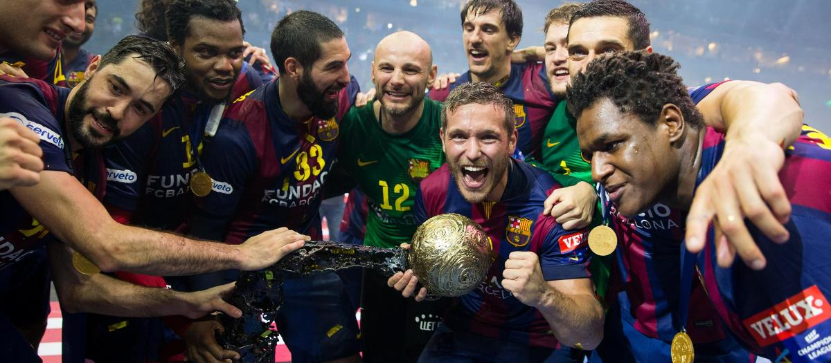 The Barça handbol team celebrating the Champions victory in 2014/15