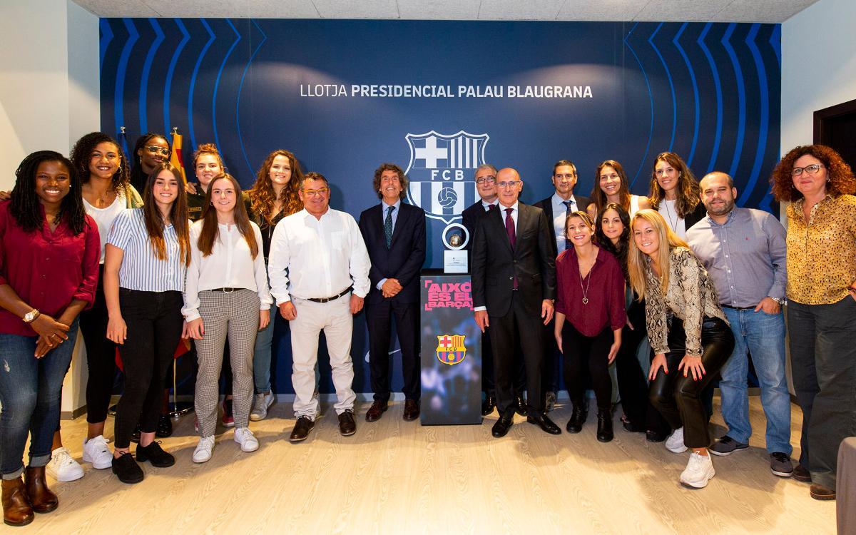 El Barça de Baloncesto femenino presente en el palco del Palau Blaugrana