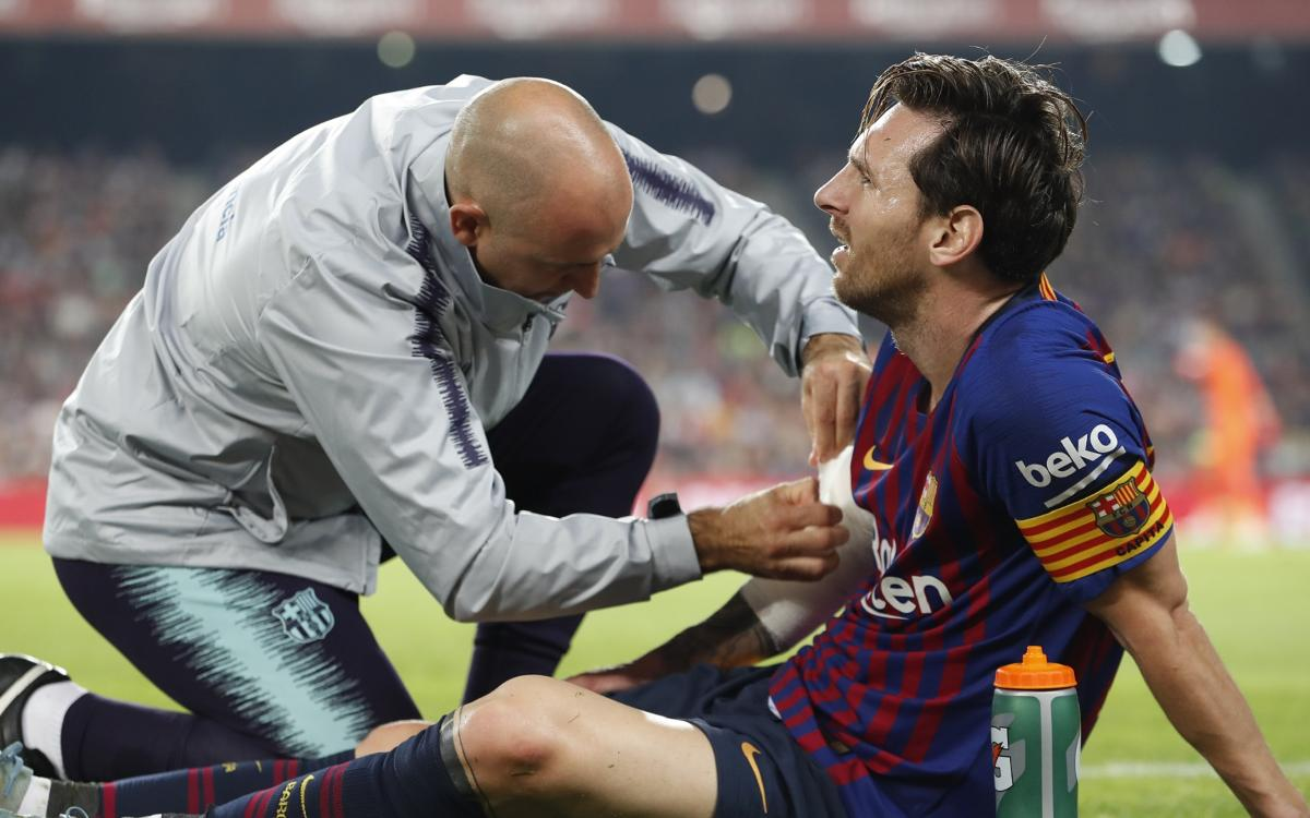 Messi, out for three weeks with a fractured arm