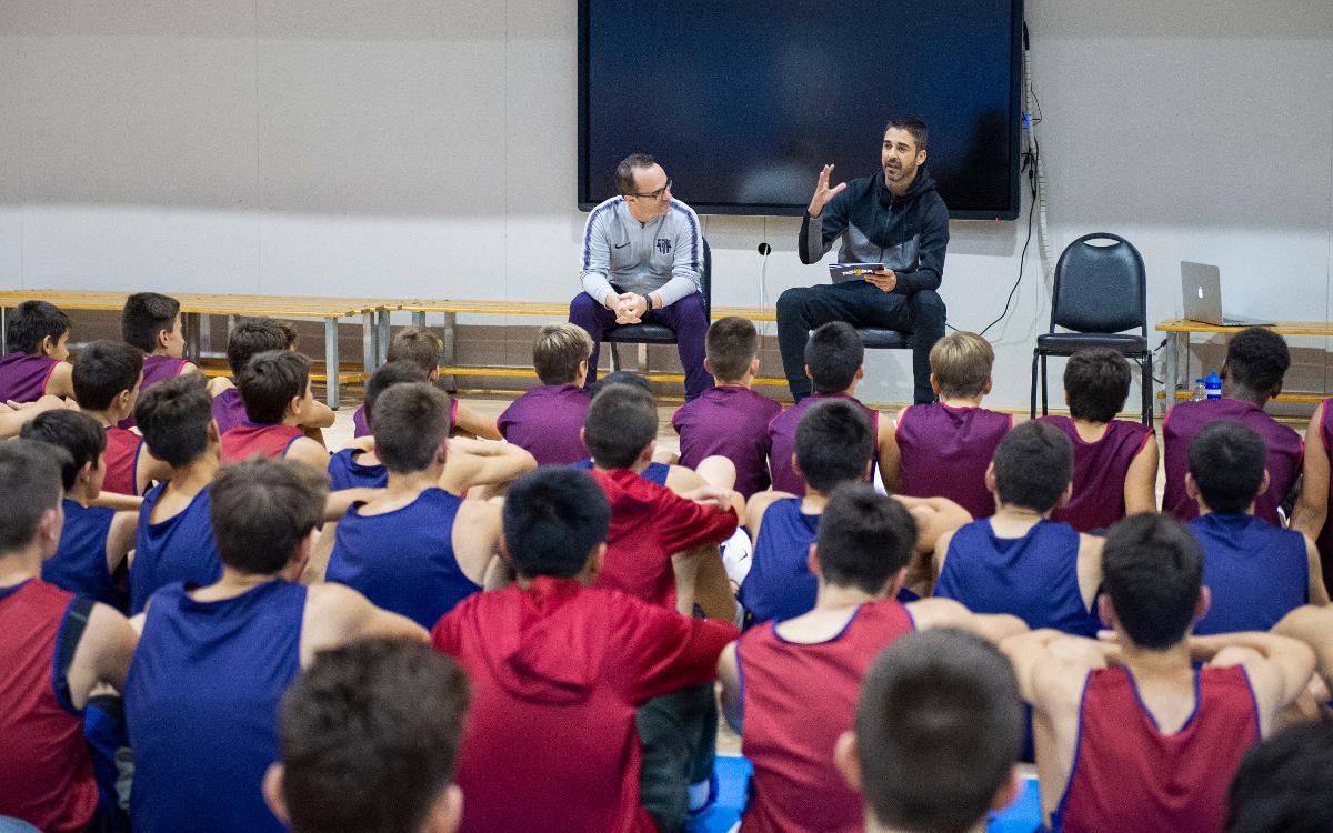 Juan Carlos Navarro, con las categorías de formación del Barça Lassa de Baloncesto