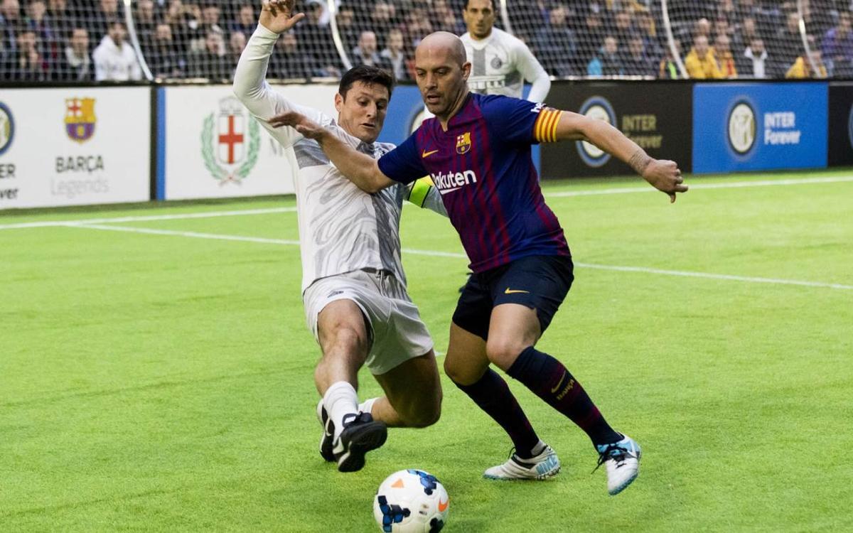 Espectáculo y goles con los Legends en Milán (3-2)