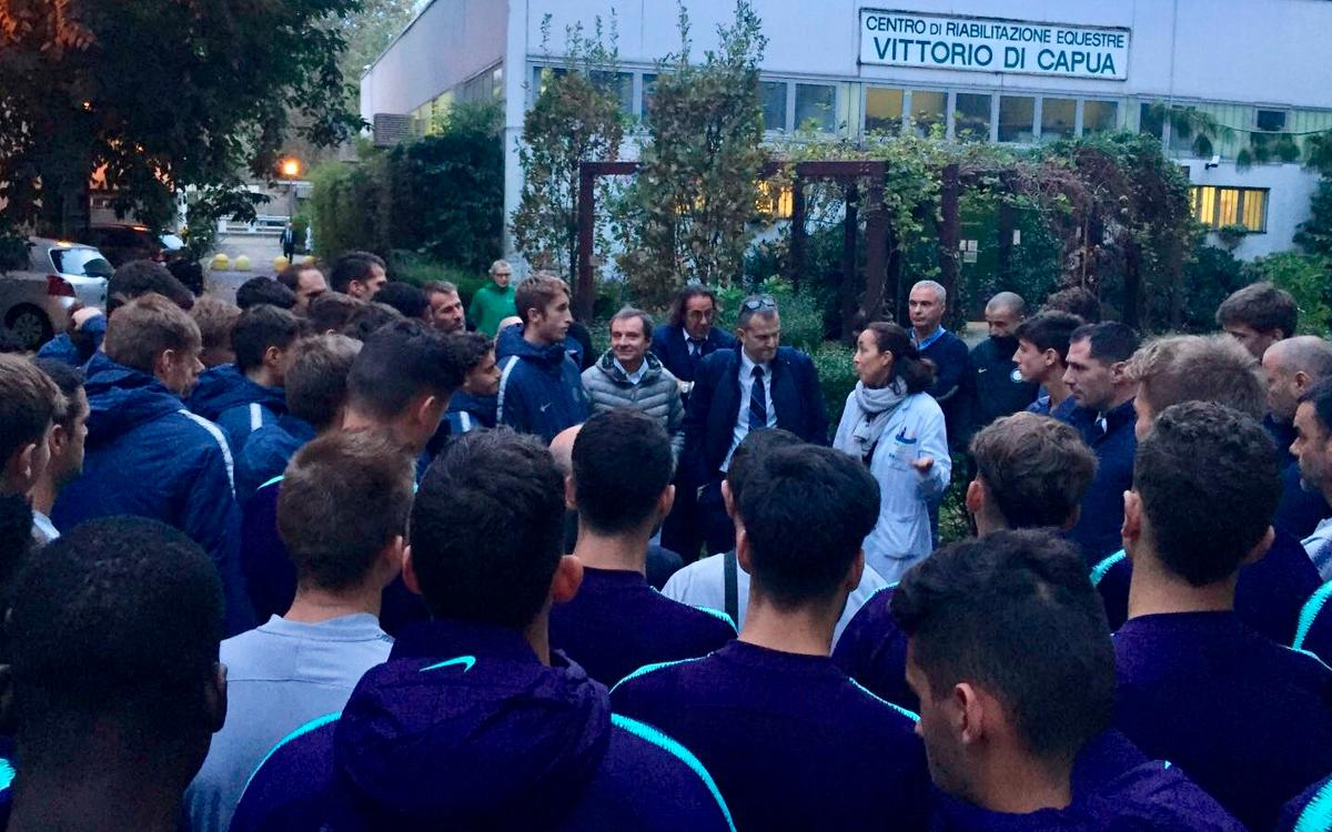 El Juvenil A visita el Centre de Rehabilitació Eqüestre Vittorio di Capua