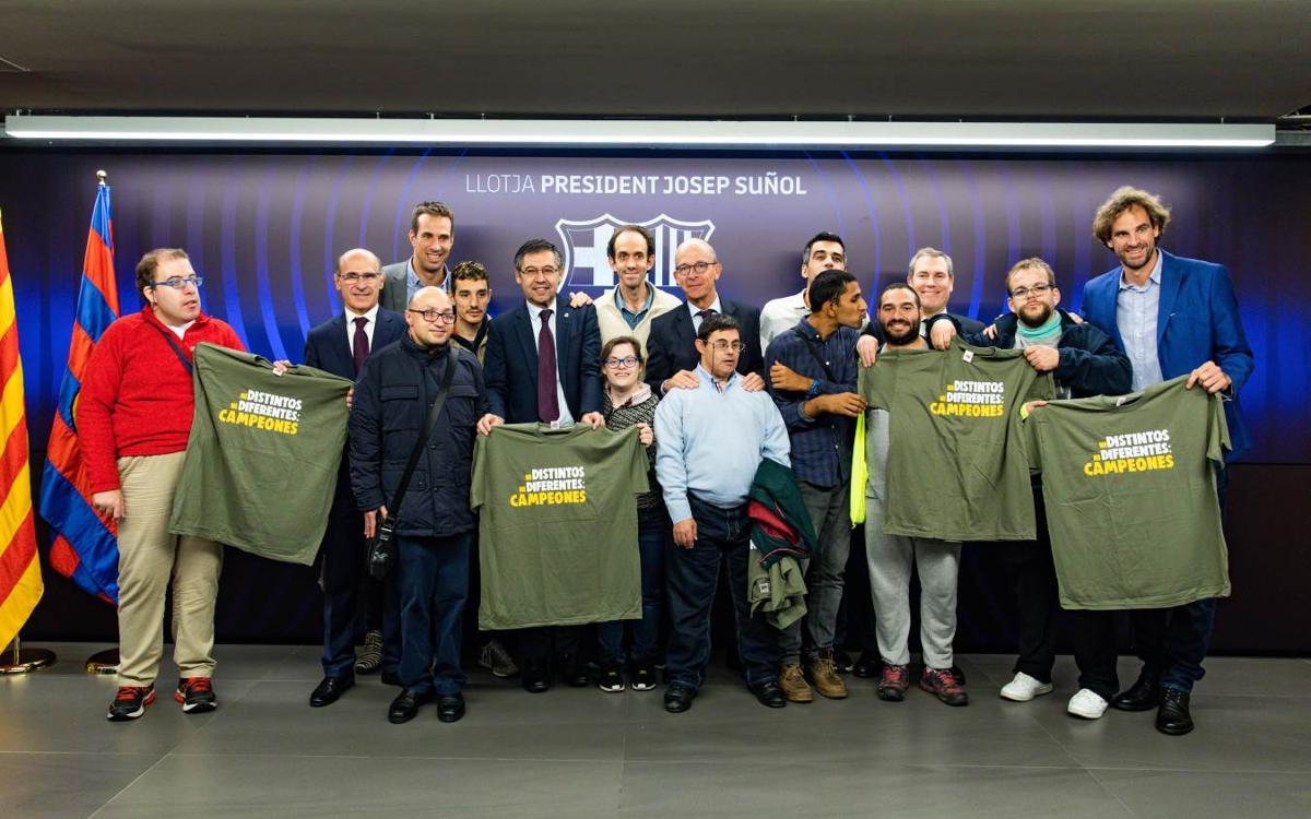 L'equip de la pel·lícula 'Campeones' visita el FC Barcelona