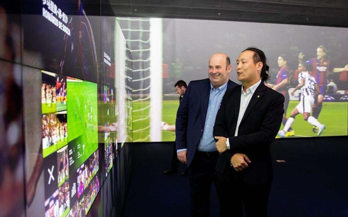 La delegación del FC Barcelona visita el Barça Experience de Haikou que se inaugura este domingo