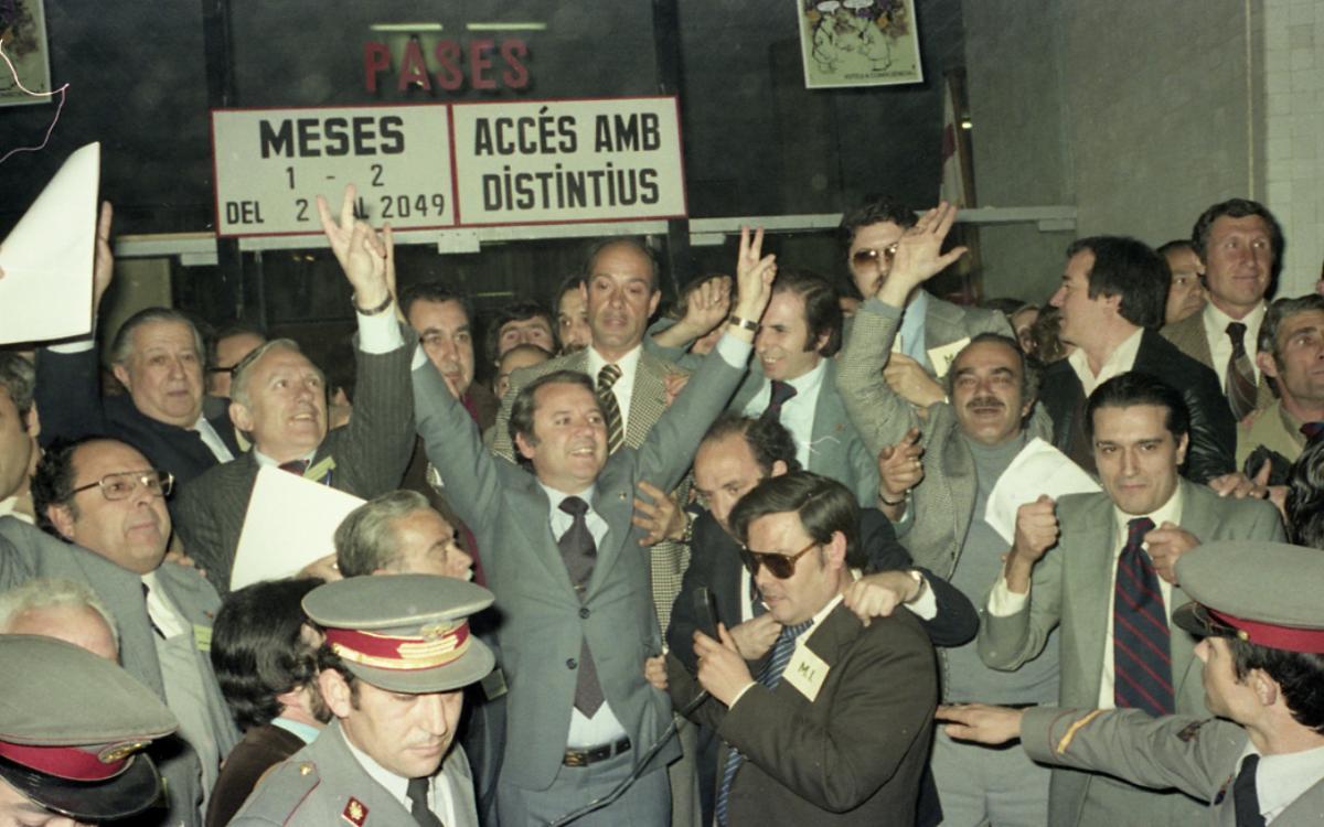 Josep Lluís Núñez, una vez se confirmó su victoria en las elecciones a la presidencia, con 10.352 votos a favor.