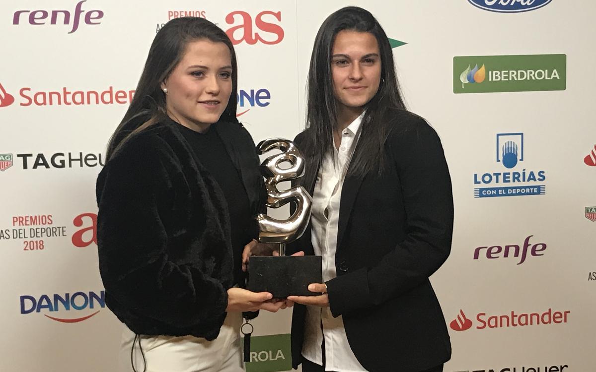 Claudia Pina recibe un reconocimiento en la Gala de los Premios As