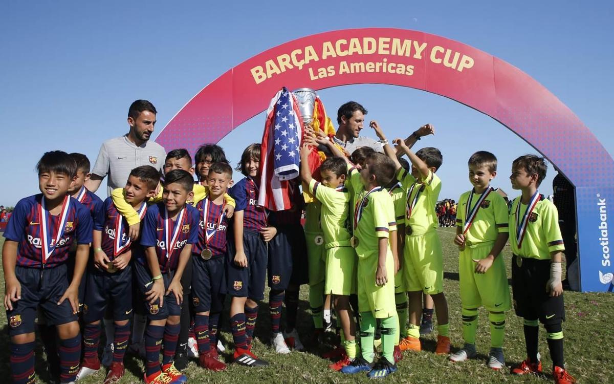 La Barça Escola Barcelona cede su título a la Barça Academy Pro NY en un gesto deportivo en la Barça Academy Las Américas Cup