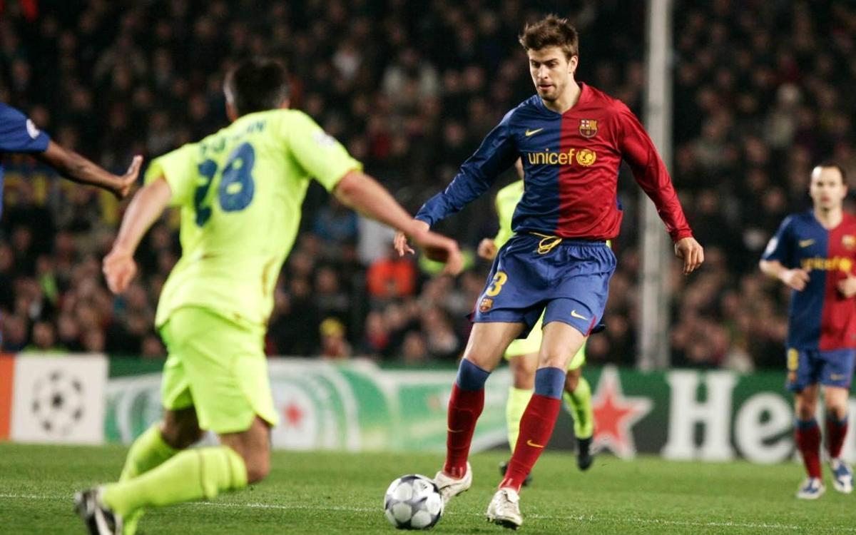 Piqué en action contre Lyon