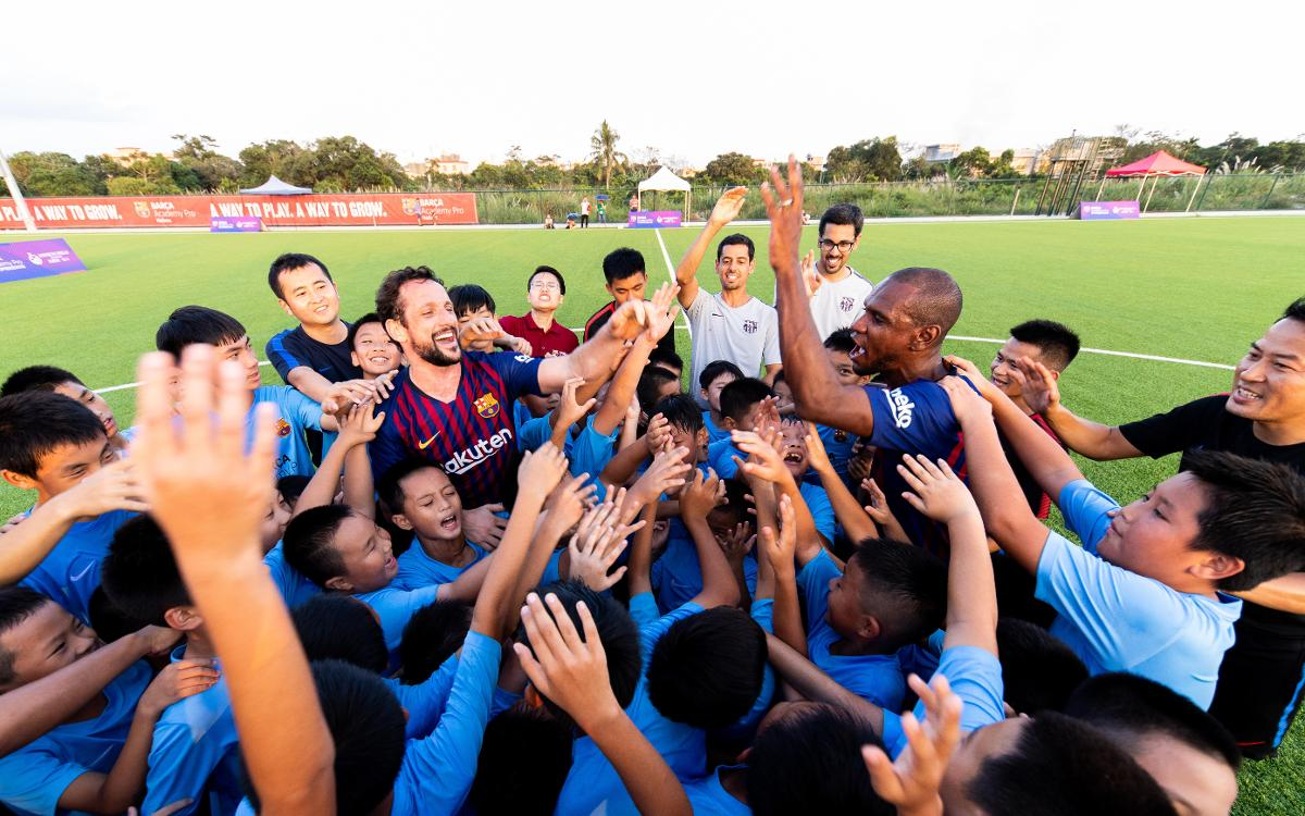 Abidal and Belletti play game against Barça Academy Pro Haikou
