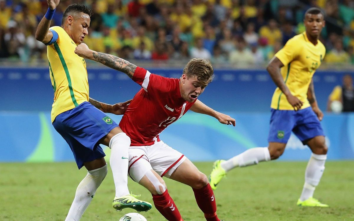 La Brasil de Neymar Jr. y Rafinha golea a Dinamarca (4-0)