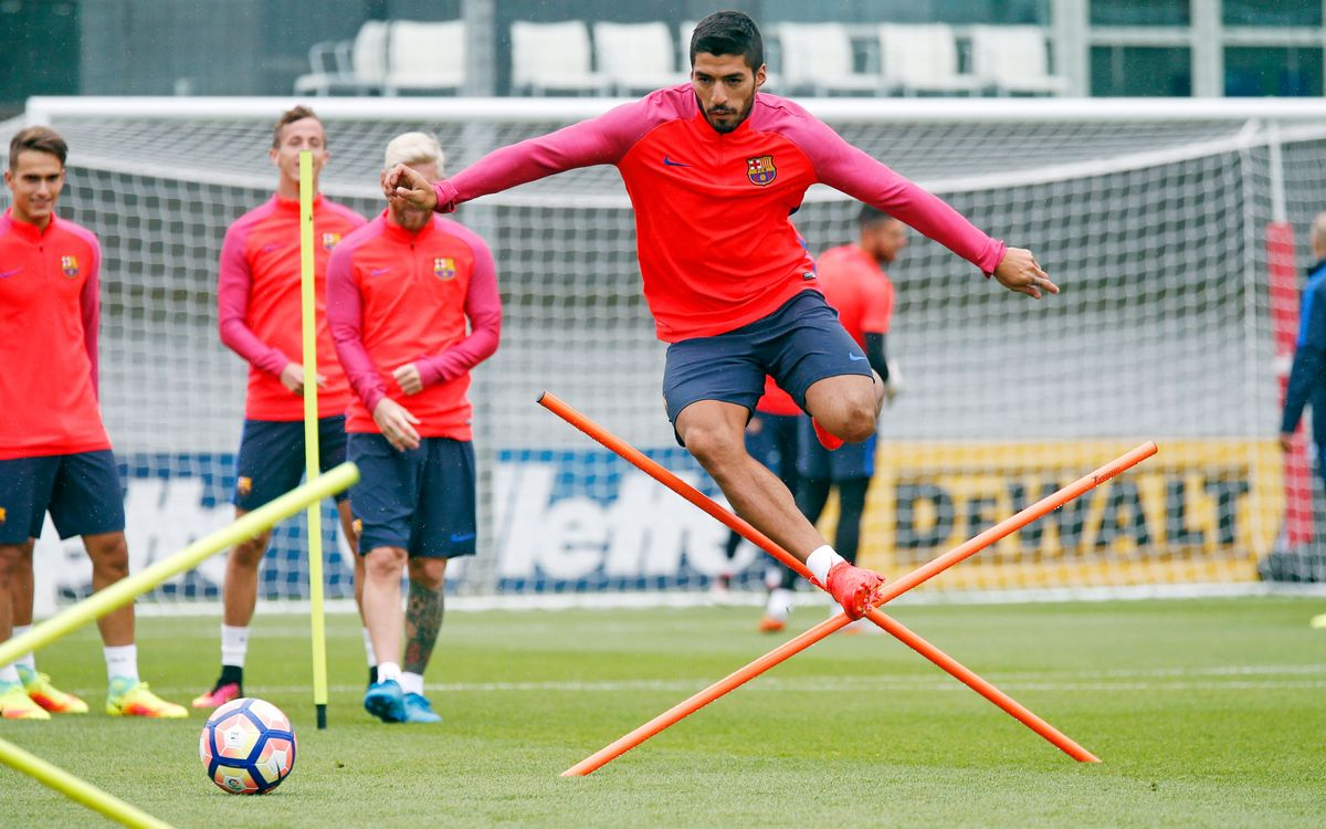 Super skills from Luis Suárez at St. George's Park