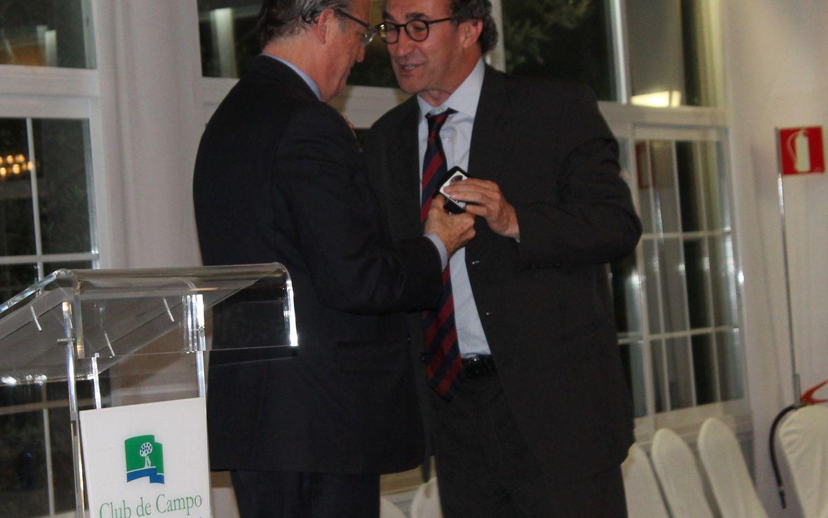 Jordi Lobo recibe la insignia de oro por parte de la Federación Española de hockey