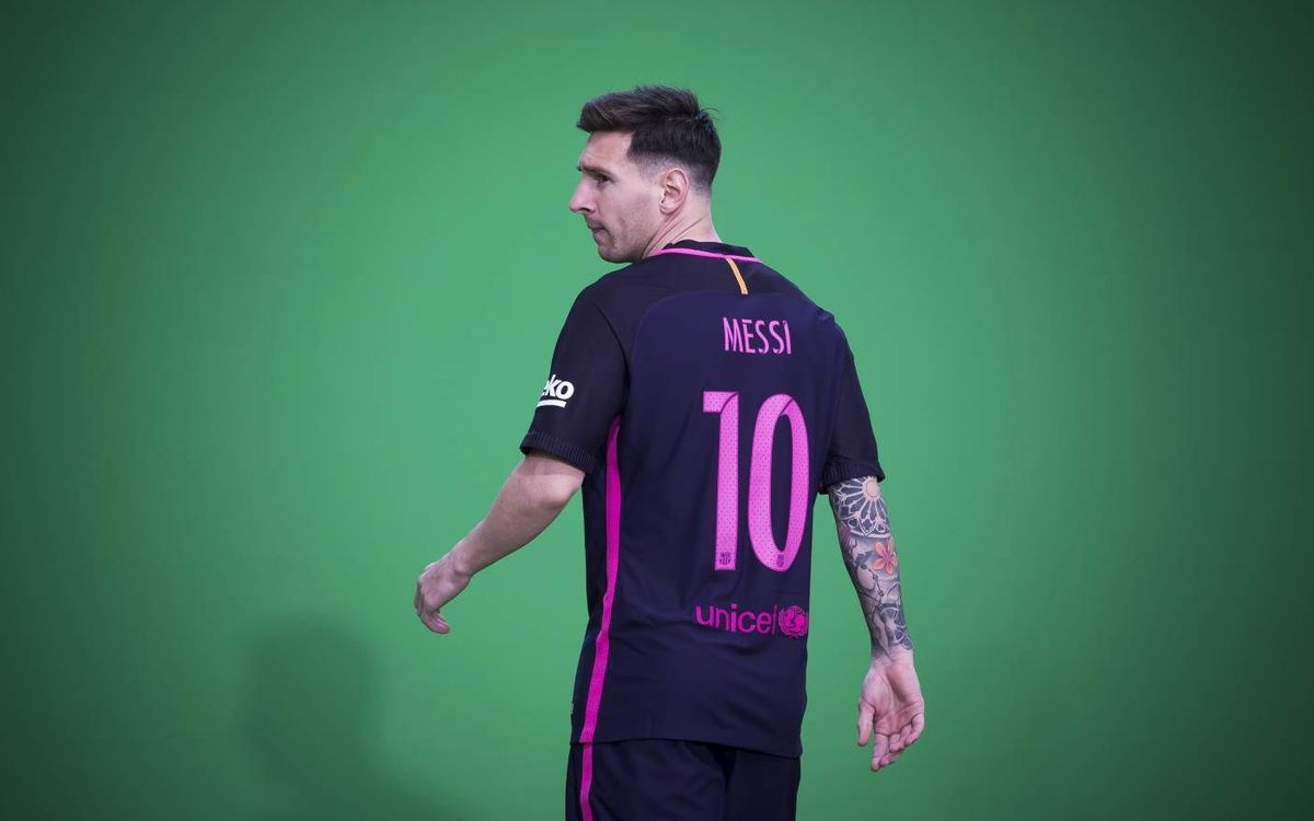 The making of the video unveiling FC Barcelona's second kit