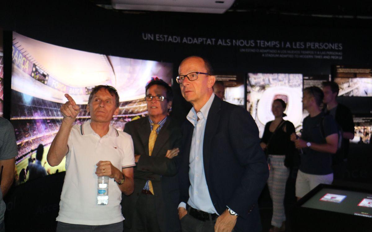 Allan Simonsen visita la exposición del Espai Barça
