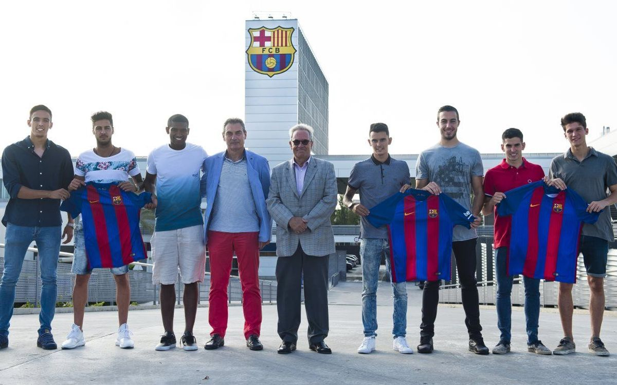 Barça B present seven new players