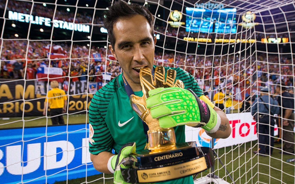 Claudio Bravo, Guante de Oro de la Copa América