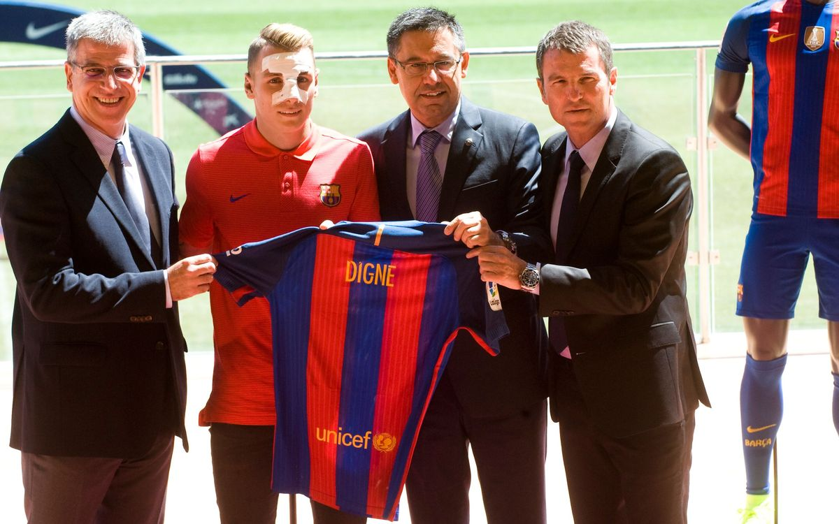 Lucas Digne is officially an FC Barcelona player