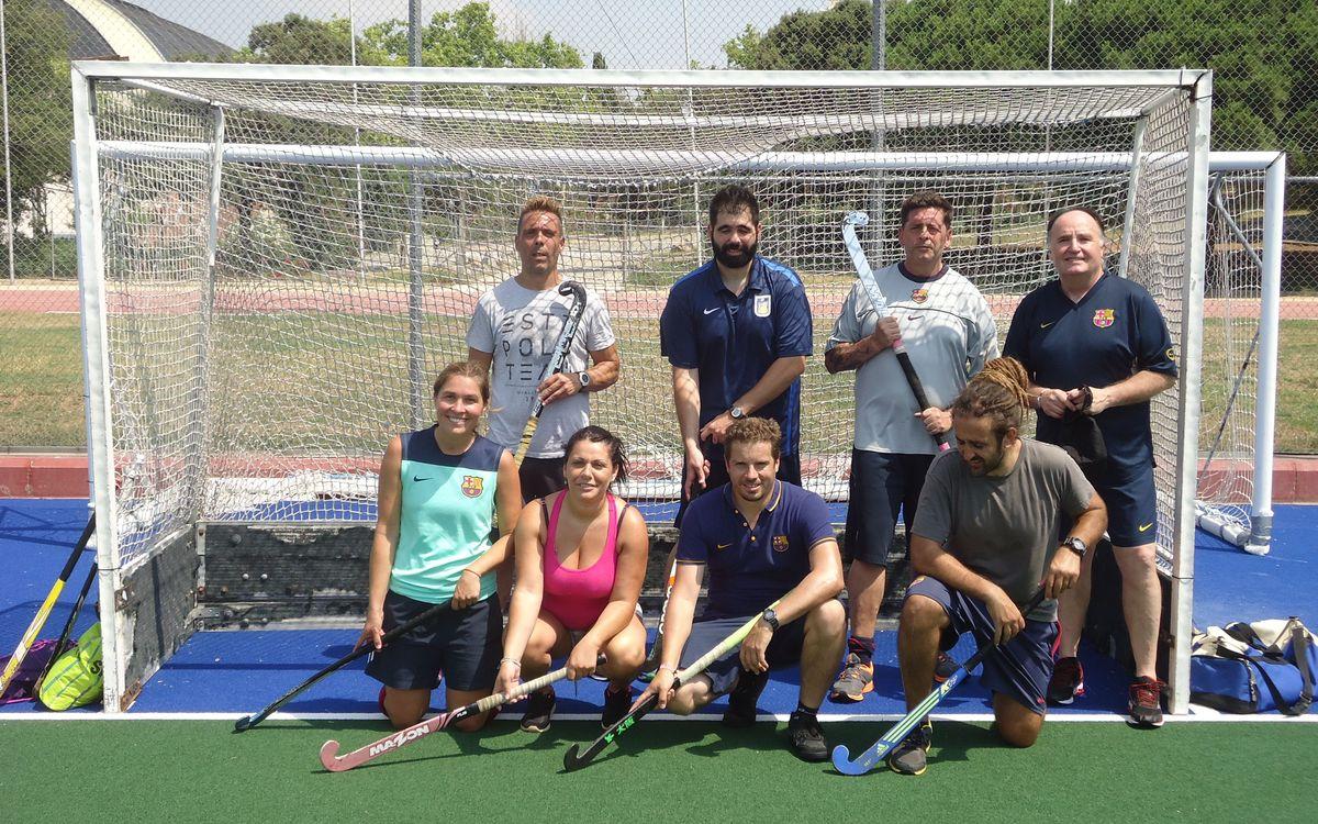 La secció blaugrana d'hoquei herba, amb esportistes de Can Brians