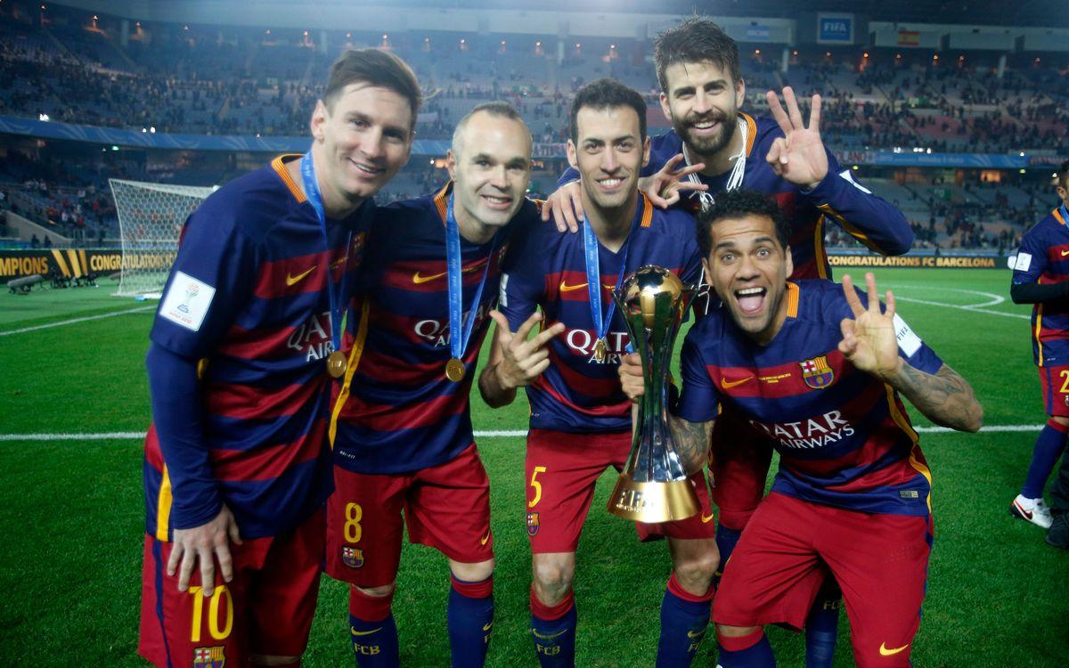 メッシ、イニエスタ、セルヒオ、アウベス、ピケ: 3冠受賞 / MIGUEL RUIZ - FCB