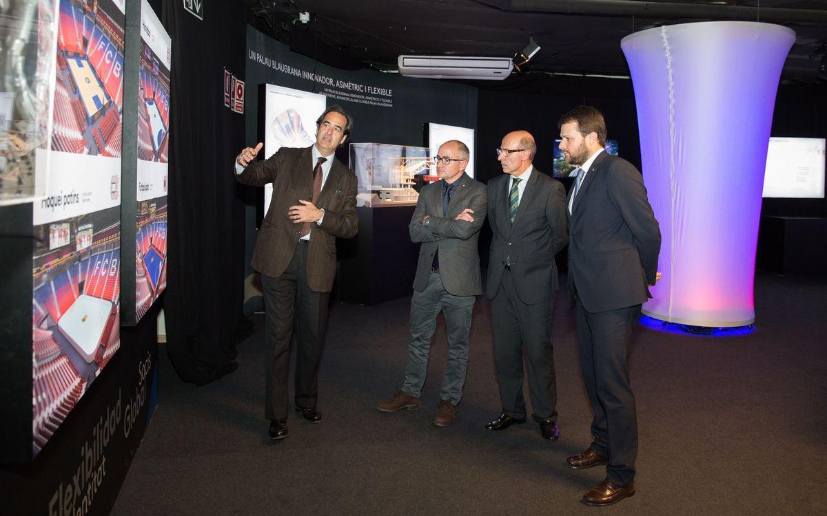El nuevo secretario general del deporte, Gerard Figueras, visita la exposición del Espai Barça
