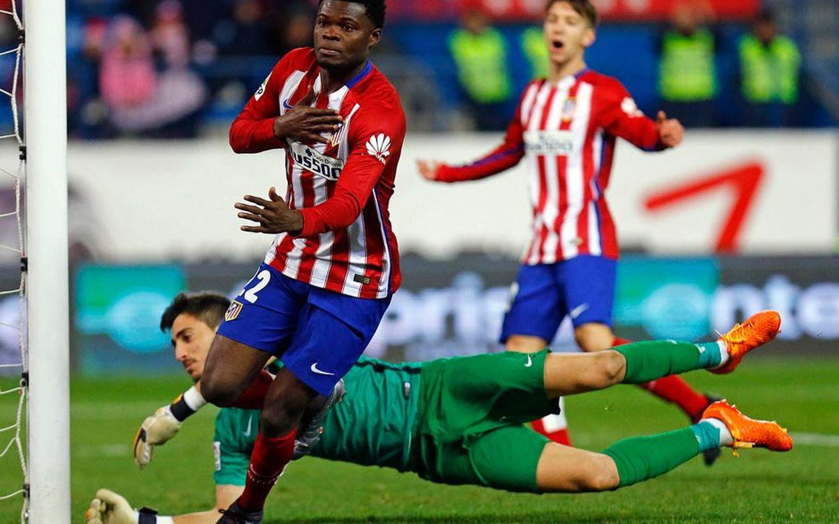 Rival watch: Atlético snare top spot; Real Madrid draw at Valencia