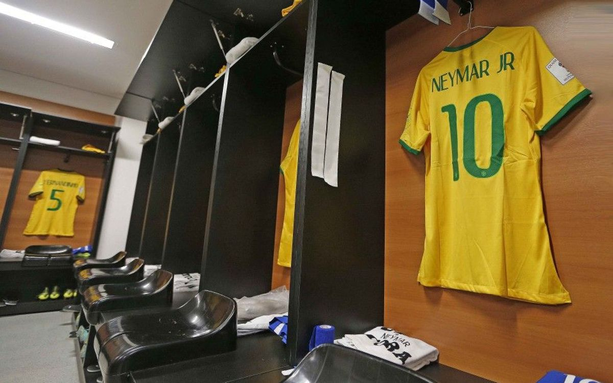 Neymar Jr y Dani Alves, convocados con Brasil