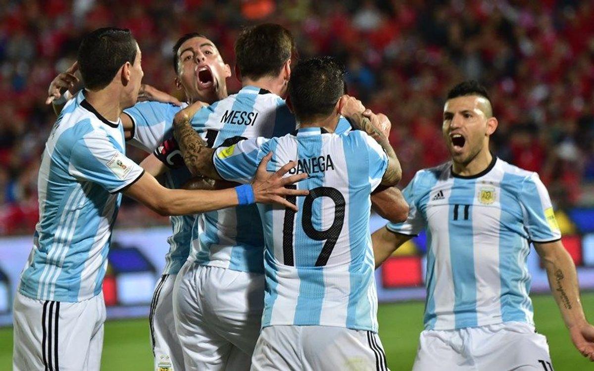 La Argentina de Messi remonta y supera a Chile (1-2)