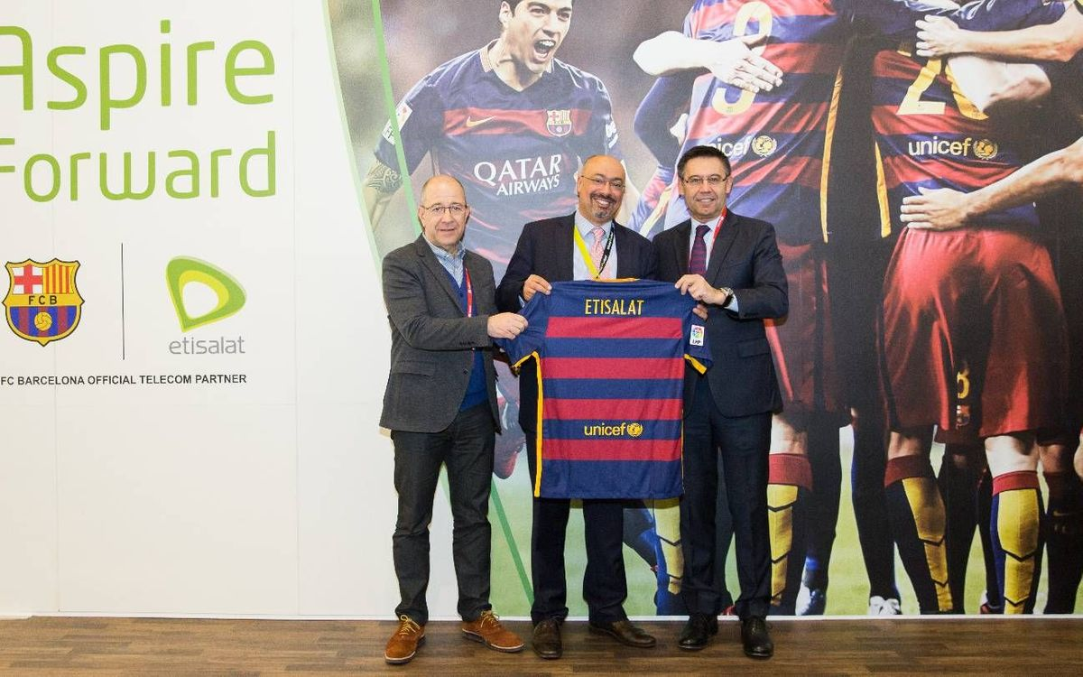 Josep Maria Bartomeu visits stands of Etisalat and Oppo at Mobile World Congress