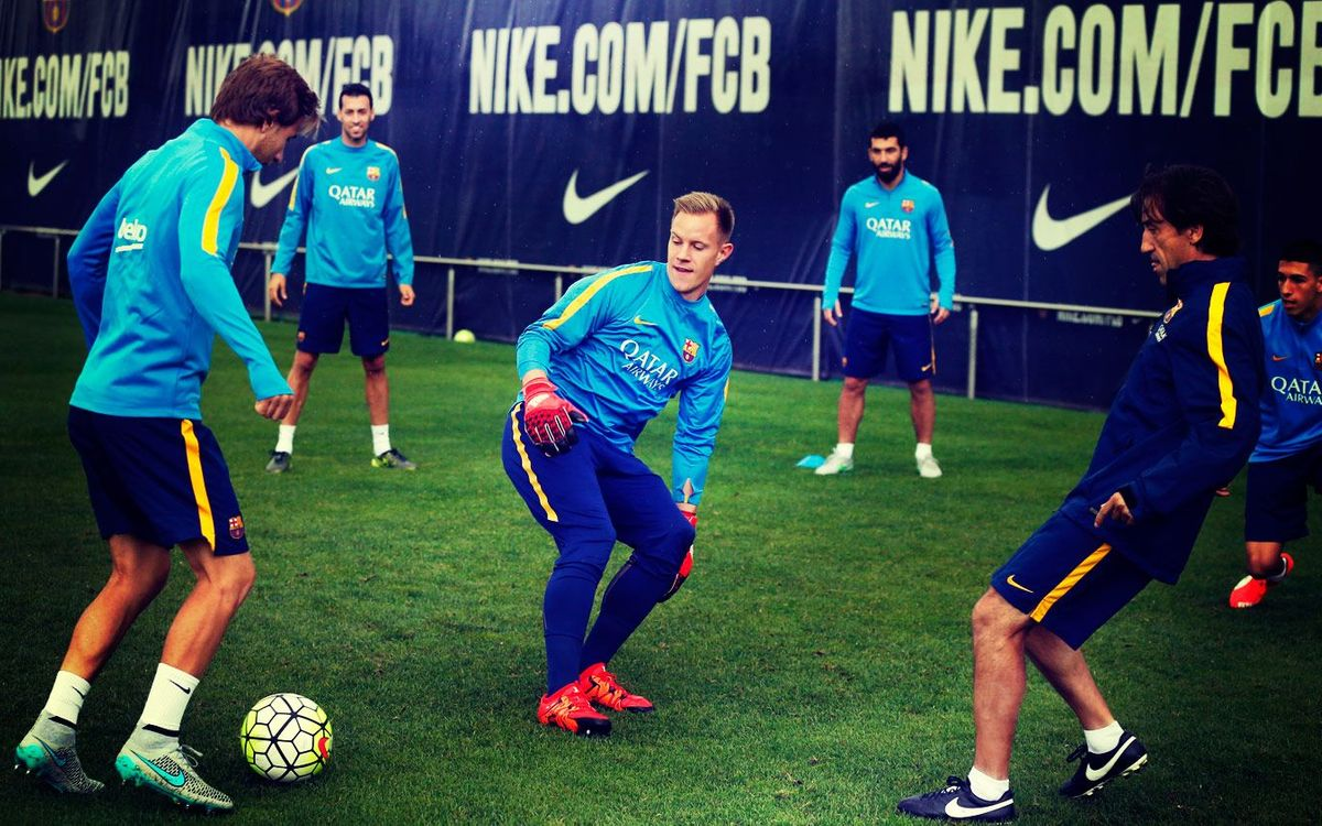 Sneak into Barça's training, only for the fans