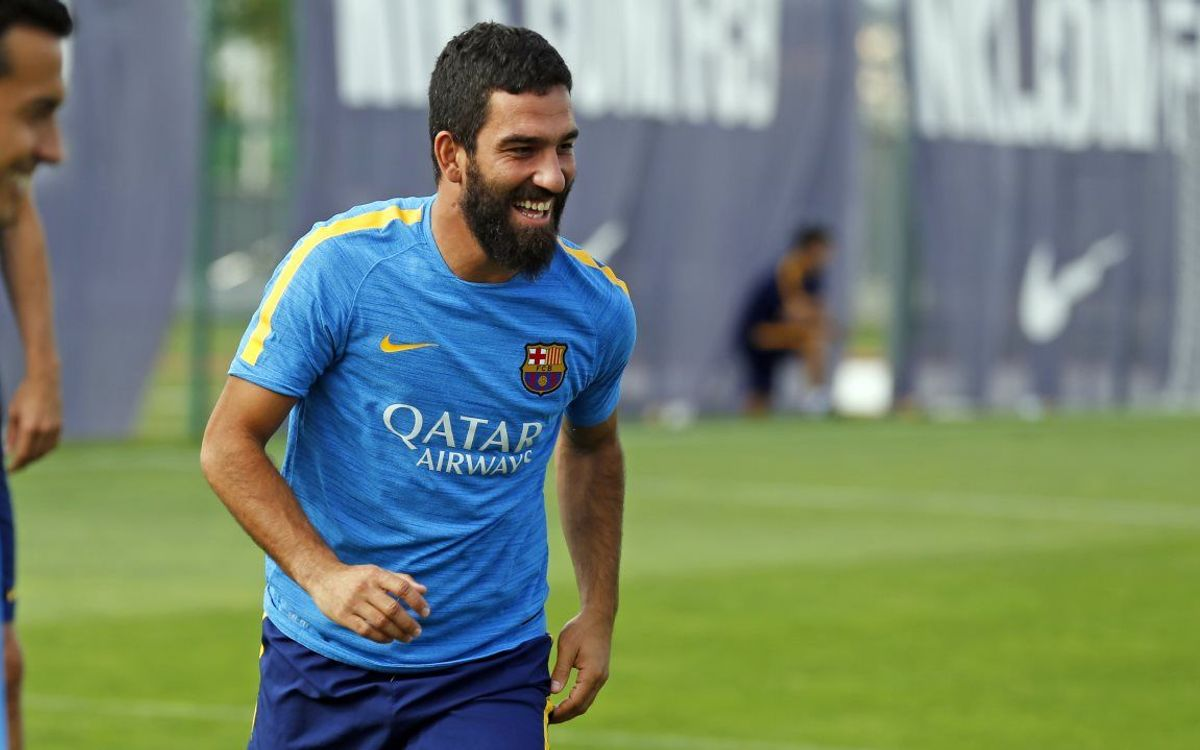 Arda Turan sprains right ankle
