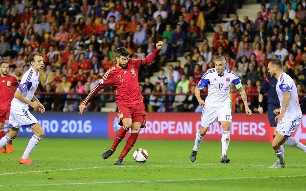 La selecció espanyola de Piqué, Alba, Sergio i Bartra obté la classificació per a l'Eurocopa 2016