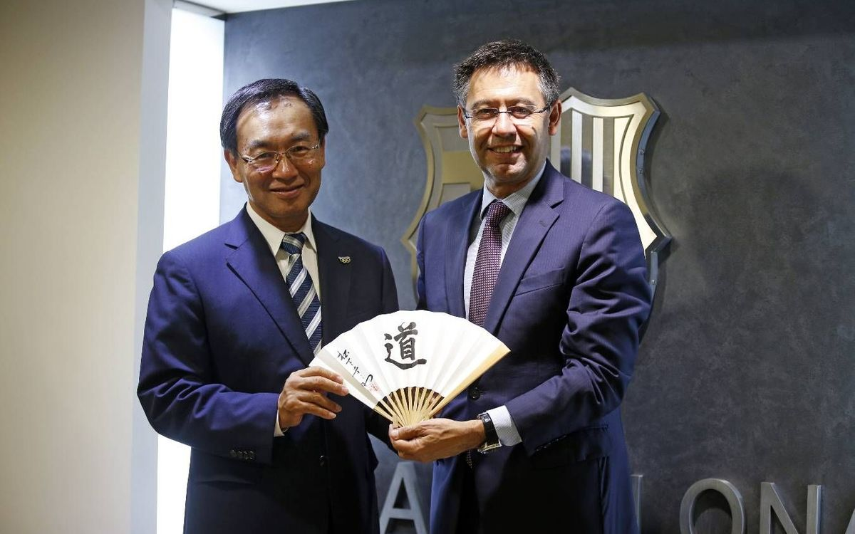 The president of Panasonic visits FC Barcelona